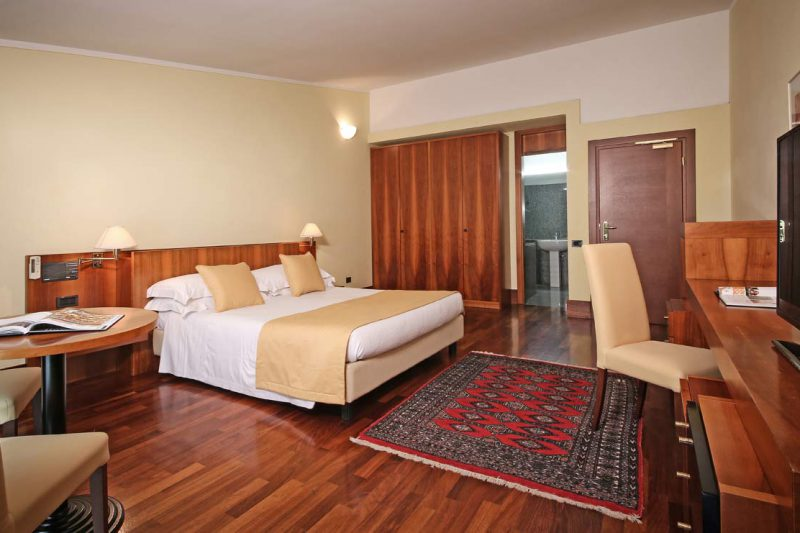 deluxe room hotel salò du parc lago di garda